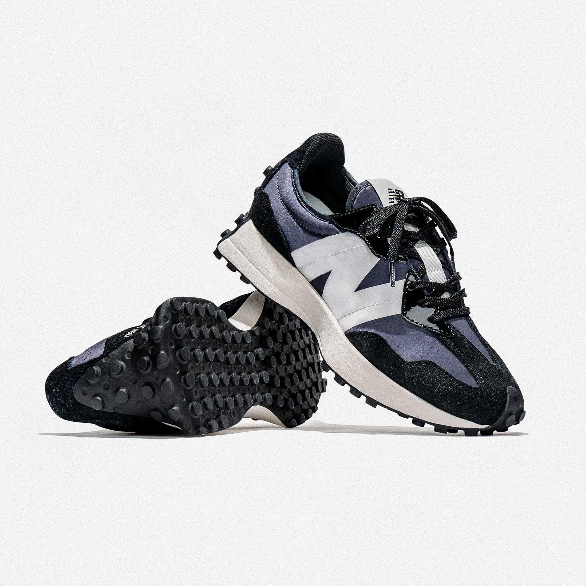 black new balance runners